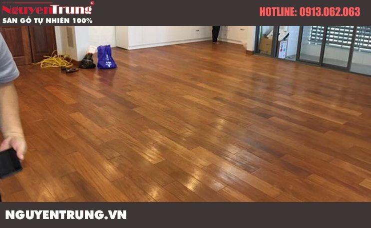 Công trình sàn gỗ Căm Xe lau dầu Hà Nội