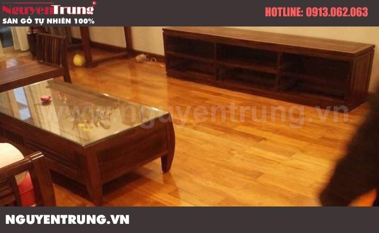 Thi công sàn gỗ Giáng Hương Lào tại Royall city Hà Nội