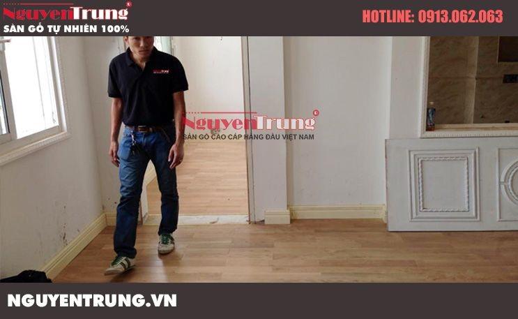 Thi công sàn gỗ sồi trắng tại VinCom Hà Nội