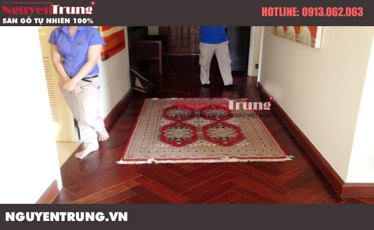 Thi công sàn gỗ Giáng Hương Lào kiểu xương cá Trung Văn